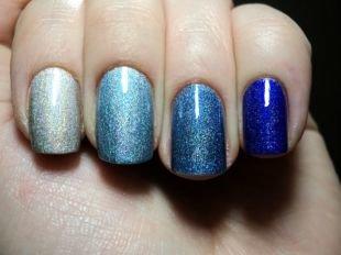 Дизайн коротких ногтей, омбре маникюр с переходом цвета между пятью ноготками одной руки на выпускной