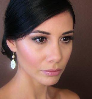Свадебный макияж в персиковых тонах, свадебный макияж для карих глаз зелеными тенями
