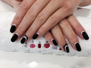 Дизайн ногтей шеллаком, черно-белый стильный маникюр шеллаком