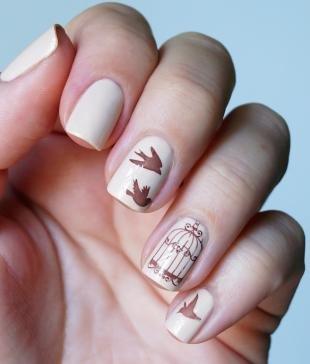 Маникюр на выпускной, дизайн ногтей с птицами