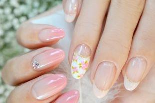 Дизайн ногтей со стразами, нежный маникюр для невесты