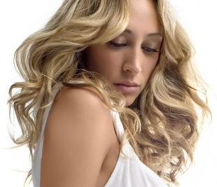 Холодно бежевый цвет волос, густое мелирование на светлые волосы
