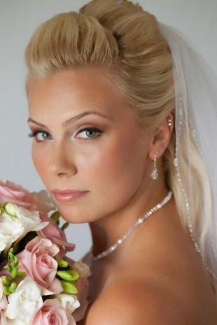 Свадебный макияж в персиковых тонах, бесподобный свадебный макияж для голубых глаз