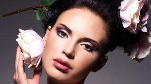 Макияж под фиолетовое платье, макияж смоки айс с черными стрелками