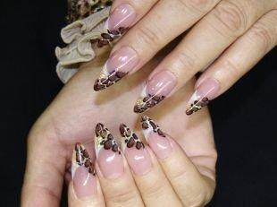 Дизайн нарощенных ногтей, золотистый френч с леопардовым рисунком