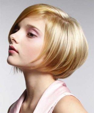 Прически для круглого лица на короткие волосы, стрижка боб длиной до подбородка