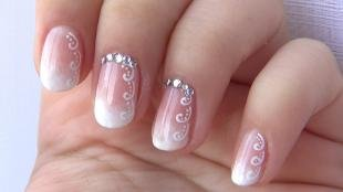 Красивые ногти френч с рисунком, свадебный маникюр с покрытием гель-лаком