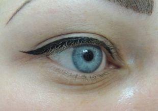 Макияж для голубых глаз, татуаж глаз - стрелки