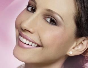 Макияж под фиолетовое платье, макияж для овального лица