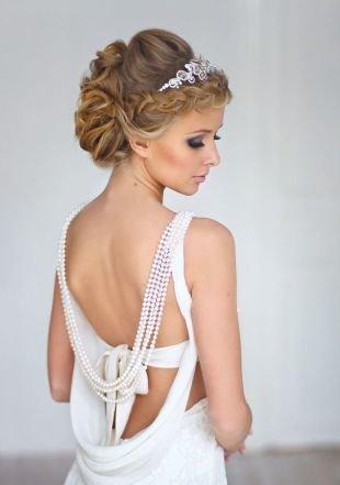 Свадебные прически с диадемой, укладка волос мягкими волнами с косой: свадебные прически на средние волосы