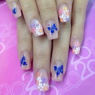 Маникюр с наклейками, дизайн нарощенных ногтей с цветами и бабочками