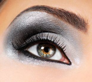 Яркий макияж для серых глаз, макияж для серых глаз в цвете металлик