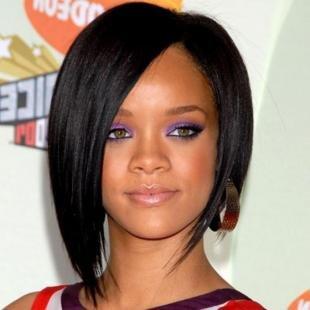 Иссиня-черный цвет волос, стильная прическа для круглого лица