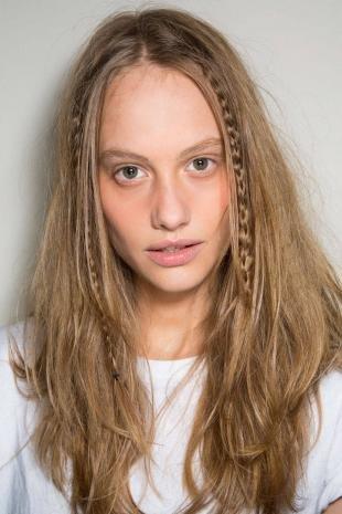 Стрижки и прически на длинные волосы, быстрая прическа на распущенные волосы