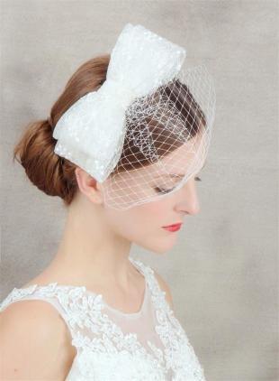 Прически с бантами, свадебная прическа с вуалеткой