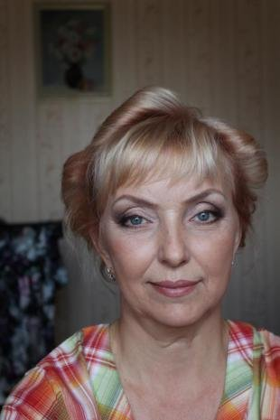 Макияж для впалых глаз, макияж для женщин после 50 лет с голубыми глазами