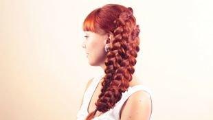 Рыжий цвет волос, прическа широкая многопрядная коса