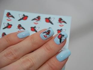 Новогодние рисунки на ногтях, маникюр с наклейками - снегири