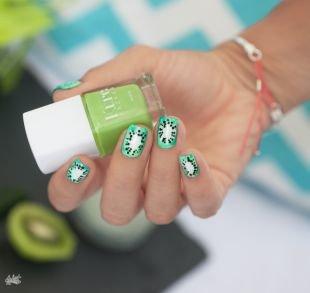 """Современные рисунки на ногтях, ярко-зеленый маникюр с рисунком """"киви"""""""