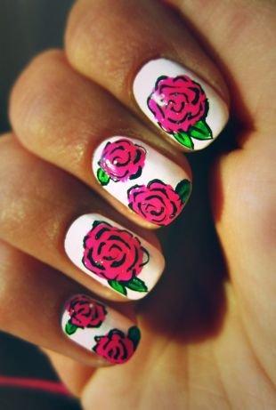 Бело-розовый маникюр, рисунки роз на ногтях