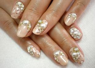 Маникюр на средние ногти, роскошный свадебный маникюр с объемным декором