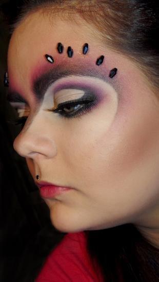 Макияж со стразами, футуристический макияж