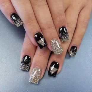 Черный дизайн ногтей, нарощенные ногти с покрытием гель-лаком