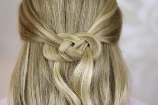 """Цвет волос песочный блондин на длинные волосы, оригинальная прическа """"петли из волос"""""""