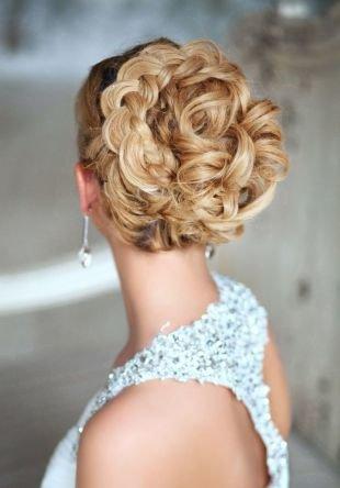 Прически с косой, свадебная прическа на средние волосы на основе обратной косы