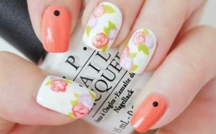 Коралловые ногти с рисунком, маникюр со стикерами - цветочный дизайн