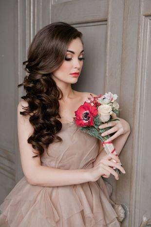 Темно шоколадный цвет волос на длинные волосы, свадебная прическа без фаты