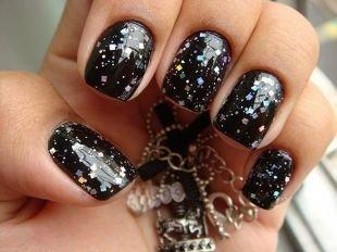 Рисунки на квадратных ногтях, черный маникюр на коротких ногтях с разноцветными блестками