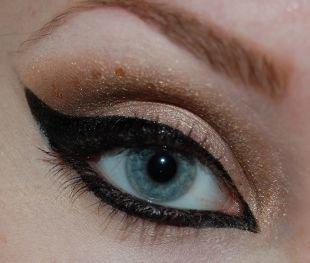 Макияж на Новый год, замечательный восточный макияж для голубых глаз