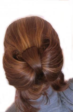 Шоколадно коричневый цвет волос, прическа за 5 минут на длинные волосы