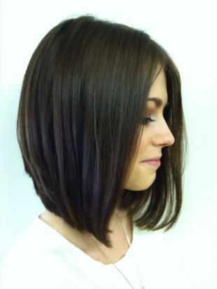 Стрижки и прически на средние волосы, красивое каре для круглого лица