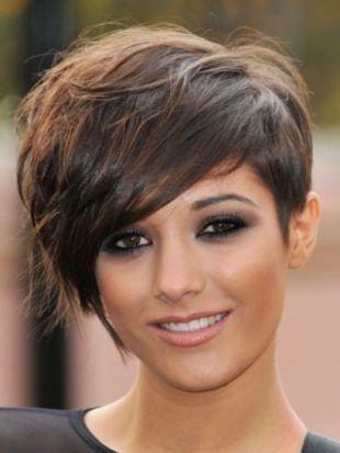 Модные женские прически на короткие волосы, короткая стрижка с длинной косой челкой