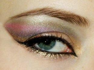 Авангардный макияж, завораживающий арабский макияж