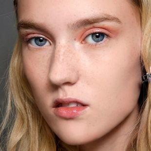 Макияж для бледной кожи, макияж на 1 сентября с коралловыми тенями