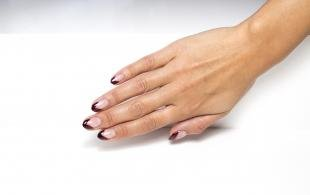 Розовый френч, треугольный френч на круглые ногти