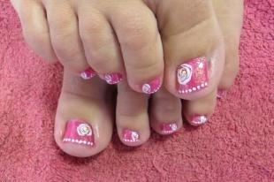 Маникюр с розами, розовый дизайн педикюра