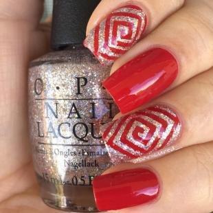 Геометрические рисунки на ногтях, красный маникюр с ромбами
