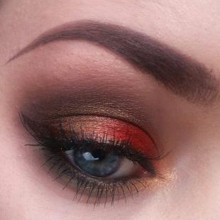 Макияж для брюнеток к красному платью, яркий новогодний макияж для голубых глаз