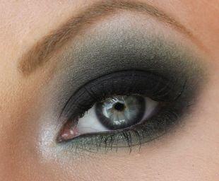 Темный макияж, красивый макияж смоки айс для серых глаз