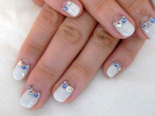 Свадебный маникюр на короткие ногти, свадебный маникюр со стразами