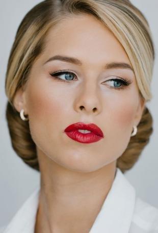 Свадебный макияж с красной помадой, безупречный офисный макияж