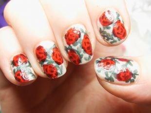 Дизайн коротких ногтей, рисунки цветов на ногтях