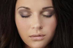 Темный макияж для карих глаз, простой вечерний макияж