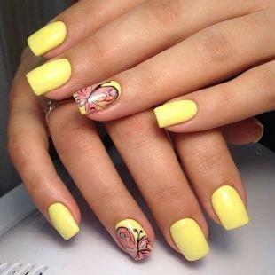 Маникюр шеллак, желтый маникюр с бабочками