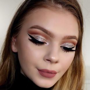 Яркий макияж для серых глаз, новогодний макияж глаз с блестками