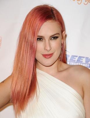 Стрижки и прически на длинные волосы, модный персиковый цвет волос